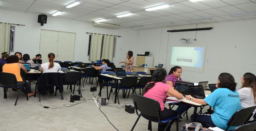 aula-de-didatica-da-matematica-realizada-no-ledi